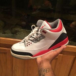 Air Jordan fire red 3s. Size 12
